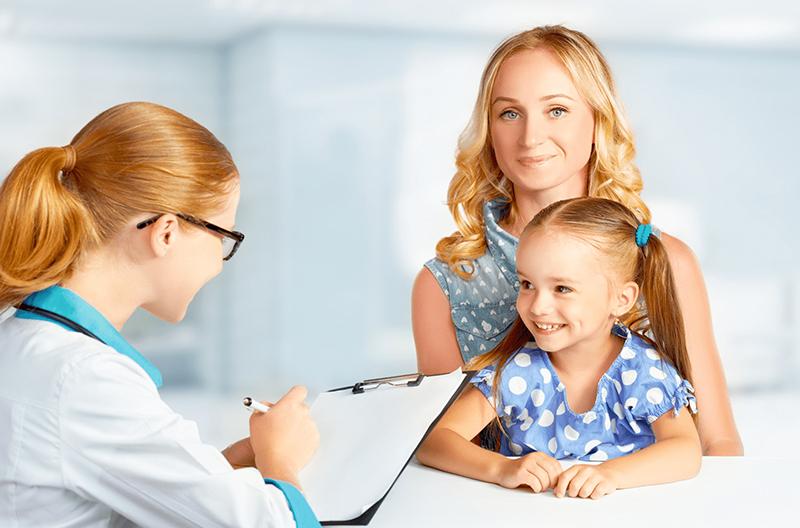 Bác sĩ căn cứ vào mô tả triệu chứng để xác định là rối loạn Tic hay tăng động giảm chú ý